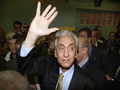أيت أحمد يتخلى عن رئاسة حزب جبهة القوى الاشتراكية