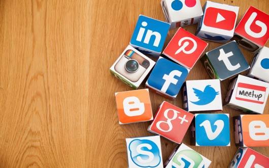 إتيكيت مواقع التواصل الاجتماعي