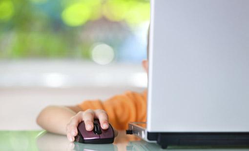 الأطفال وعالم التكنولوجيا