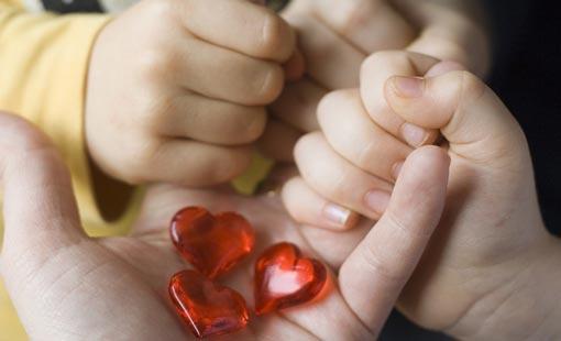وسائل تقوية الحب الأسري مع الأطفال