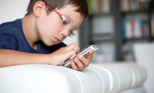 إحموا أطفالكم من «الإدمان الرقمي»