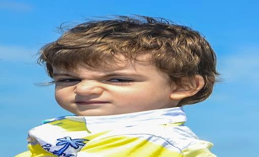 السلوك العدواني للأطفال.. كيف نحد منه؟