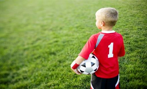 كرة القدم.. محبّذة للأطفال