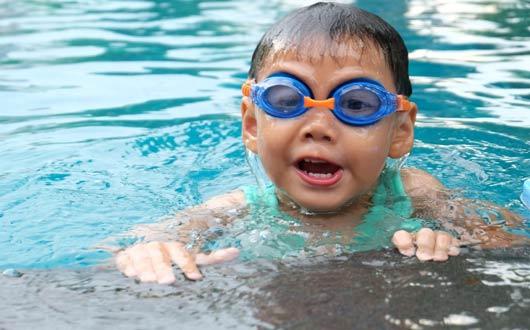 الصيف وسباحة الأطفال بأمان