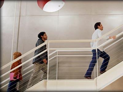 صعود السلالم ببطء يحرق السعرات الحرارية!