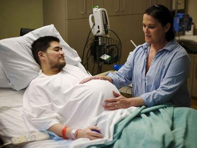 «الرجل الحامل» يحارب من أجل الطلاق من زوجته