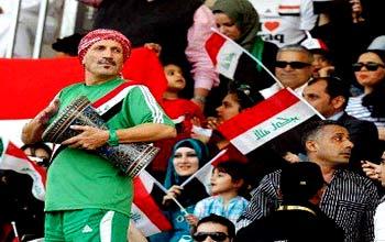مهدي أبو علي: أرافق المنتخب منذ  1976 ووجهي معروف أكثر من الوزراء