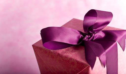 إتيكيت المعايدة وأصول تقديم الهدية