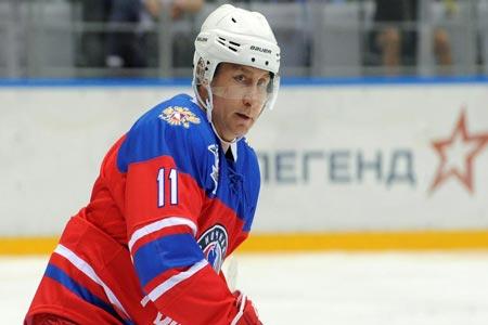 بوتن يستعرض مهاراته كـ«لاعب» هوكي