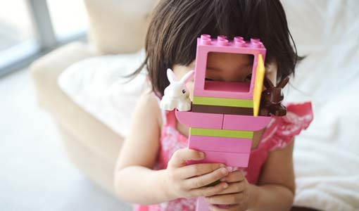 كيف تتولد مشاعر الخجل عند الطفل؟