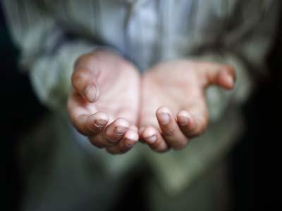 دعاء اليوم الثاني والعشرون: (اَللّهُمَّ افْتَحْ لى فيهِ اَبْوابَ فَضْلِكَ، وَاَنْزِلْ عَلَيّ فيهِ بَرَكاتِكَ،...)