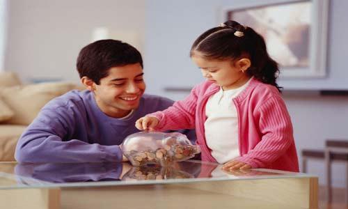 «العيدية» مناسبة لتعليم طفلك الإدخار