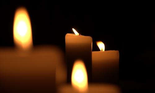أربع شمعات