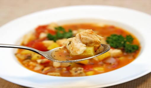 حساء السمك والبطاطس مع شرائح صدر البط المحمرة