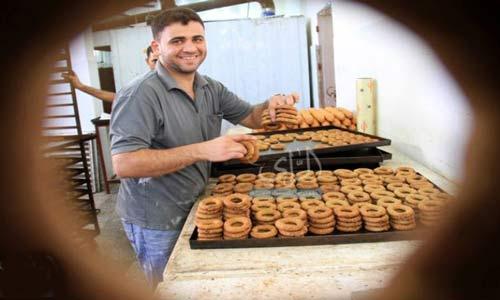 صناعة الكعك.. حرفة الفلسطينيين في عيد الفطر (بالصور)