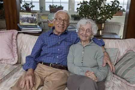 مسنان يحتفلان بمرور 81 عاماً على زواج كان متوقعاً له الفشل