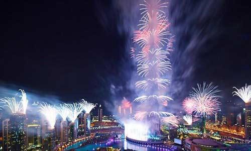دبي تطلق 440 ألف لعبة نارية