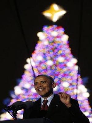 اوباما يضيء شجرة عيد الميلاد الوطنية في واشنطن الممطرة