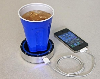 اشحن هاتفك بكوب من القهوة أو الشاي المثلج