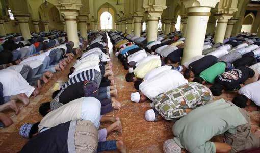 تكاتف أبناء المجتمع المسلم في الشدائد