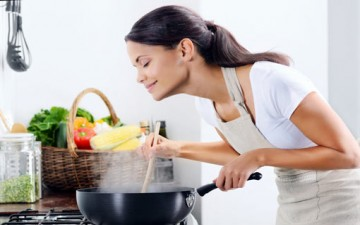 أزواج يفضّلون طعام الـ«ماما».. ما موقفك؟