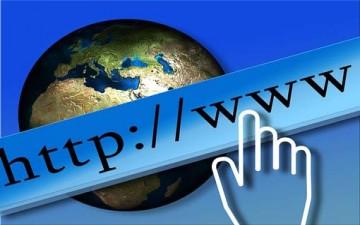 آثار الإنترنت السلبية والإيجابية