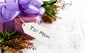 إلى أمي.. أعذب الكلمات وأشدها عطراً