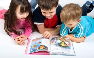 اقرئي لطفلك يومياً عشرين دقيقة.. يصبح قارئاً