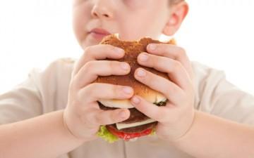البدانة عند الأطفال.. أسباب غذائية ومرضية