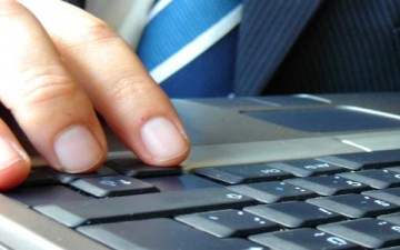 الكتابة الإلكترونية والكتابة الورقية
