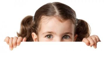 أسباب تزرع الخوف عند الطفل