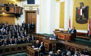 مرسي يسلّم السلطة التشريعية لـمجلس الشورى