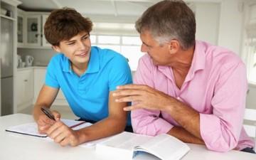 أيها الآباء: صادقوا أبناءكم المراهقين