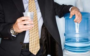 كم من الماء ينبغي أن نشرب؟
