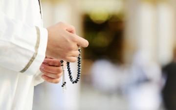 كيف ننال العفو الإلهي؟