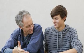 وسائل الأسرة في تربية المراهق