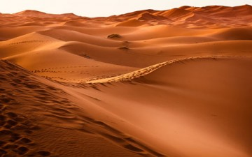 اكتب ما يقلقك على الرمال