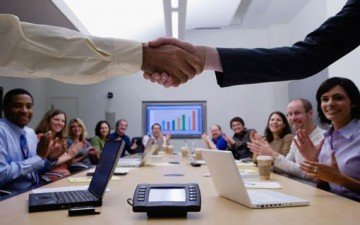 فن التواصل الاجتماعي في العمل