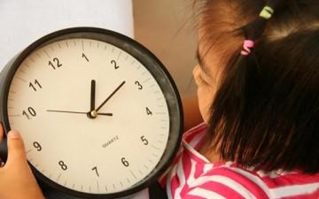 متطلبات الآباء.. تستنفد طفولتهم
