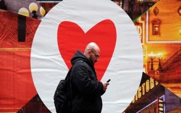 أول مدينة تغرم المارة بسبب الرسائل النصية