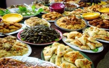 كيف نتجاوز الإسراف الغذائي في الشهر الكريم؟