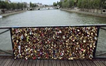 باريس تلغي «أقفال العشاق»
