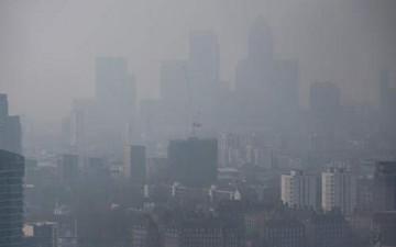 بريطانيا تتشح بالضباب بسبب التلوث