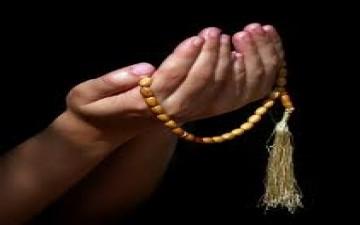دعاء اليوم الثاني: (اَللّهُمَ قَرِّبْني فيهِ اِلى مَرْضاتِكَ، وَجَنِّبْني فيهِ مِنْ سَخَطِكَ وَنَقِماتِكَ،...)