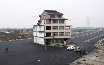 إنشاء طريق سريع حول منزل صيني