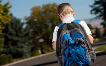 الحقيبة المناسبة تساهم في اعتدال قامة طفلك