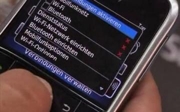 هاتفان ذكيان بنظام تشغيل جديد من بلاكبيري