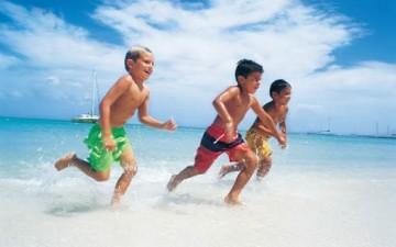 حماية الطفل من أمراض الماء والشمس في الصيف
