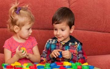 خطوات معالجة الغيرة لدى الأطفال