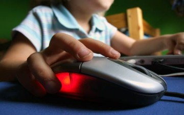 مخاطر الإنترنت على الطفل